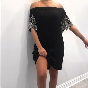 Dresses & Skirts - Black bohemian off the shoulder dress